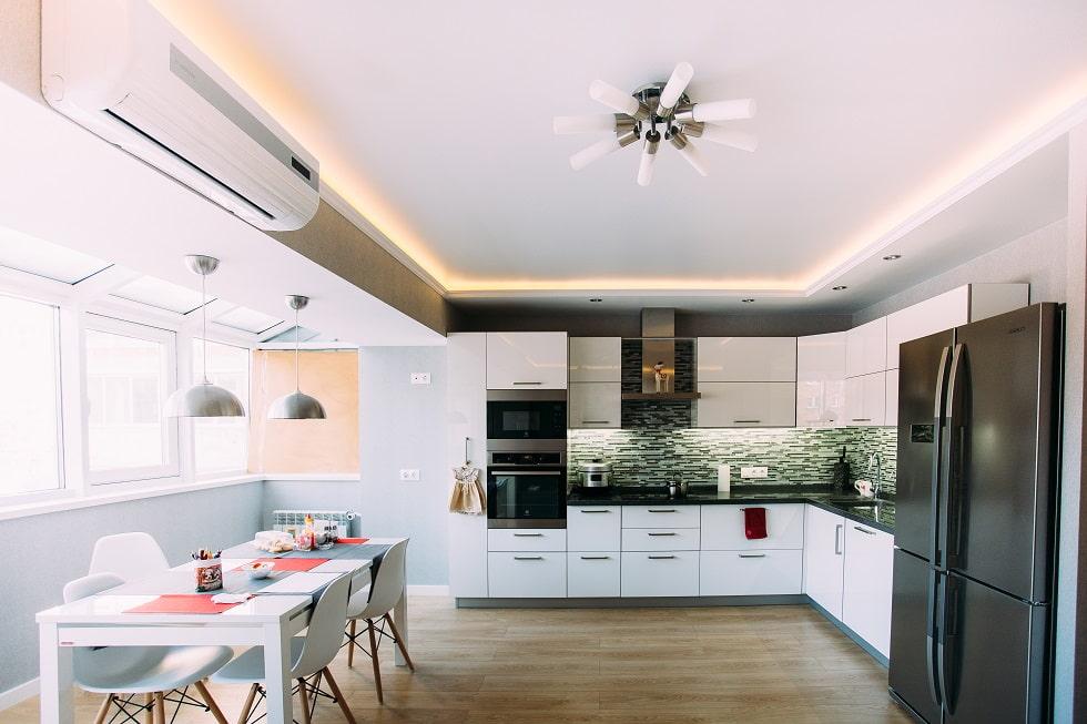 натяжной потолок с подсветкой на кухне фото это